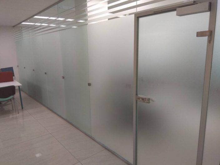 Стеклянные двери под заказ в Минске