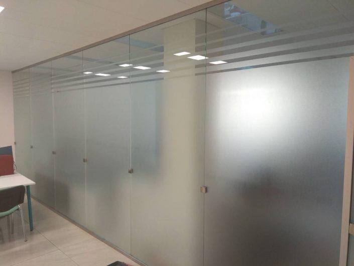 изготовление стеклянных перегородок для офиса
