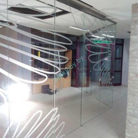 офисные и торговые перегородки из стекла