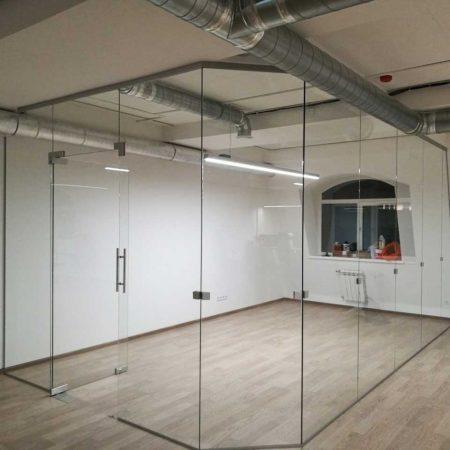 стеклянные перегородки для торговых центров