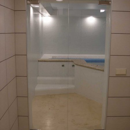 стеклянные-двери-для-душевой