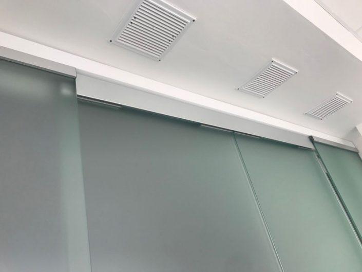 стеклянные офисные перегородки дверь матовая